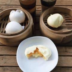 Thích ăn kim sa hơn trứng sữa >.< thơm và bùi hơn nhiều. Trứng sữa 30k/2c, kim sa 34k/2c 😍 ăn ngon dã man