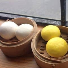 Ngon cực ngonnnn, mùi trứng sữa thơm phức luôn, nhân ngậy ngậy béo béo, lúc chia bánh nhân còn chảy ra 😍😍