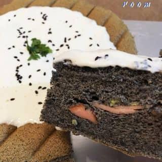 Bánh bông lan mè đen sốt phô mai của thebakingroomsg tại 0938 496 750, Quận 1, Hồ Chí Minh - 1005453