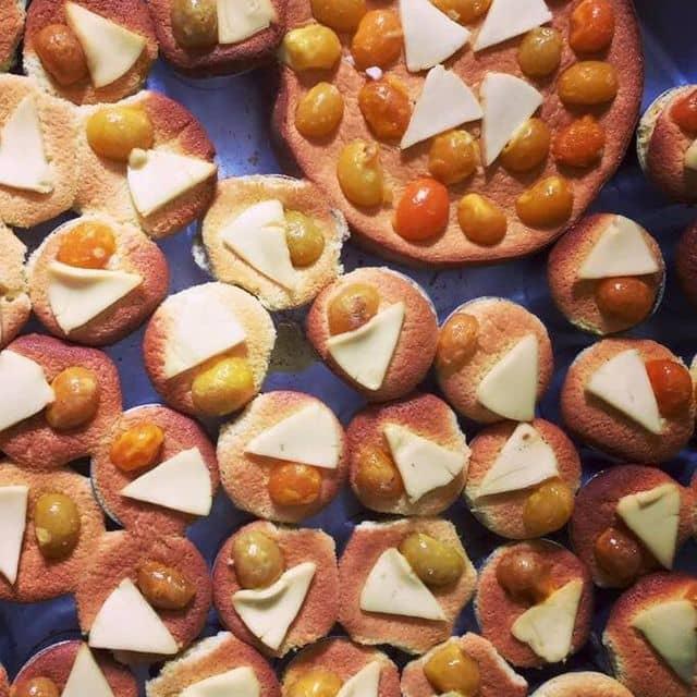 Bánh Bông Lan Trứng muối Phô mai của Hoàng Lê tại Bánh Bông Lan Trứng Muối Phô Mai - 122058