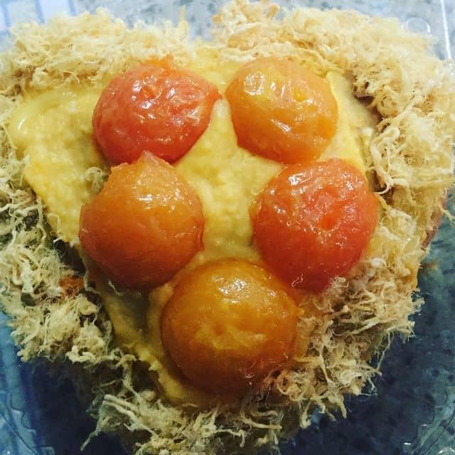 Bánh bông lan trứng muối sốt kim sa của Thanh Ly tại Ăn vặt sun  - 110421