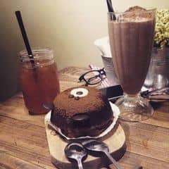 Bánh gấu + smoothies socola của Hạnh Vịt tại Aroi Dessert Cafe - Nguyễn Thiệp - 266517