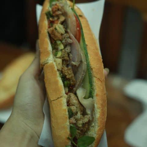 Các hình ảnh được chụp tại Bánh mì Phượng - Phan Chu Trinh