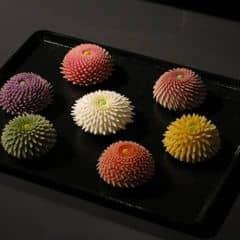 - hơii ngọt 🍡 màu sắc thì coii hay hay 😂😂 mà đặc biệt nhất là vị của nó khi rắc đường bột lên 😋😋 nên thử 🌸🌸