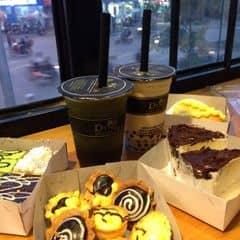 Các loại bánh nhá. Giá rẻ lắm ạ. T mua 1 lô 1 lốc :))) đây mới chỉ 1 nửa chỗ t ăn ạ :p Trên số 2 Hàng lược nh. Giá khoảng 2k-15k 1c còn tuỳ vào loại bánh bạn chọn :p T thích ăn bánh ruốc,bông lan,bánh con sâu,... Dinhtea thì hồng trà +kiwi trà xanh ❤️