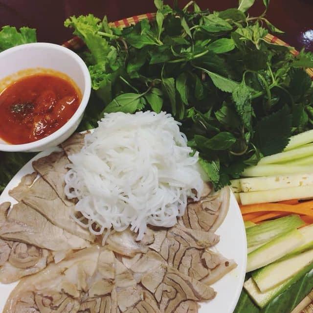 Bánh tráng cuốn thịt heo chấm tôm chua  của Thi Bùi tại Nhà Hàng Món Huế - Nguyễn Chí Thanh - 122014