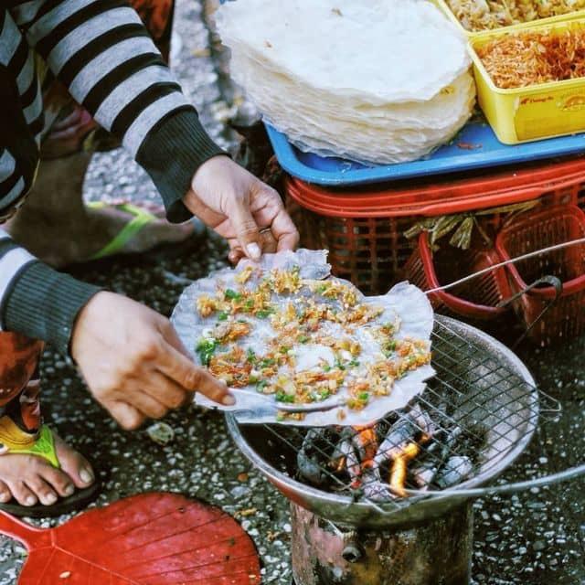 Bánh tráng nướng gần Nhà Thờ Đức Bà - Nhà Thờ Đức Bà, Quận 1, Hồ Chí Minh