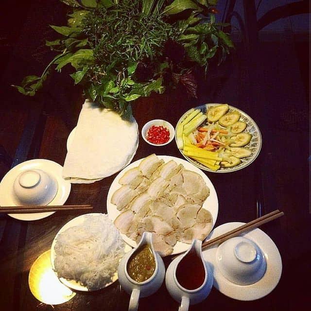 Bánh tráng thịt heo cuốn rau rừng của Mantu tại Hoàng Ty Sài Gòn - Phan Chu Trinh - 22011