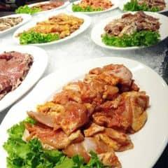 Buffet đa dạng với rất nhiều loại thịt ,cá , mực , blah blahh ... Ăn đáng đồng tiền bát gạo lắm , thịt tươi , tẩm ướp đậm đà , chất lượng tuyệt ^^ Seoul Garden đang có chương trình khuyến mãi tặng 1 suất buffet cho nhóm 4 người và đồng thời áp dụng mức giá 269k và 349k đó khác .