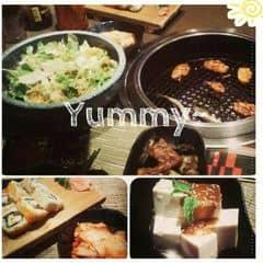 """Một trog những nơi cực hài lòng về chất lượng phục vụ lẫn món ăn :3 Ăn quá trời ăn mà mãi chưa hết món :(( Chắc lần sau phải nhịn đói vài ngày trc rồi choén 1 bữa như này =]] *chụp làm màu vài kiểu* :"""">   #SumoBbq #Lunch #NoCăng #ThatThemThuong"""
