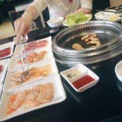 Cái này mình ăn set 2 trăm mấy( quên rùi😂😂)  Set này ăn tới 2 mươi mấy món lận, mà ăn 7-9 món là no căng luôn, ăn kèm súp, Sushi... Siêu no😜😜😜