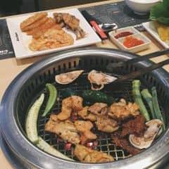 Mình đi ăn buffe tối,thức ăn nhìn thì thấy nhiều,nhưg toàn những món ăn no,đầy hơi. Thịt nướng ướp ngon. Nước lẩu không được ngon. Giá thì hơi mắc chút. Mắc hơn so với Sumo Bbq nhưng lại ít thịt bò hơn. Bên Seoul nhiều thịt heo,gà nướng. Giá buổi tối 349k 1 ngươi chưa thuế