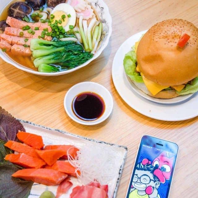 Burger + udon cá hồi canada của Kỳ Kỳ tại Burger Cá Hồi Canada - Phan Xích Long - 83718