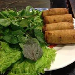 Ăn cũng bình thường không khác gì ở những nơi khác nhưng được cái là menu ở đây rất phong phú về ẩm thực Việt nam. Không gian cổ kính, rộng rãi, thoáng mát, phục vụ nhanh nhẹn. Giá ở đây cũng khá cao, trung bình 2 người đi khoảng từ 200-600k