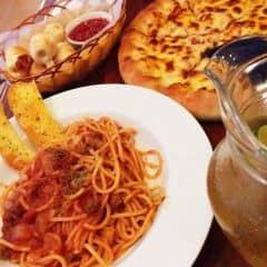 Ăn no căng luôn :> Không thích pizza nhưng riêng pizza ở đây thì nghiện, có cả món phô mai cuộn cực ngon thơm mùi phô mai :(((