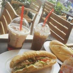 Coffee + bánh mì  của N N Lan Vy tại Highlands Coffee - Nguyễn Du - 417923