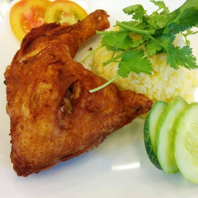 Cơm gà xối mỡ của Sylvie Truong tại Cơm gà xối mỡ - Sư Vạn Hạnh - 115551