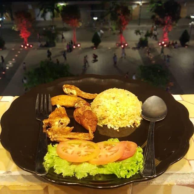 Cơm gà xối mỡ của Duy Nguyễn tại Eleven Cafe - Nguyễn Huệ - 116252