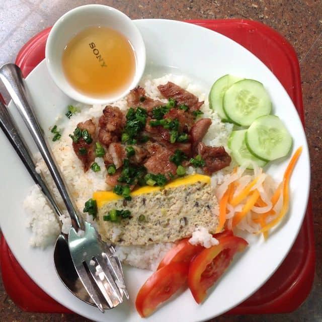 Cơm tấm của Trần Thị VAnh tại Khu ăn uống chợ Tân Định - 102467