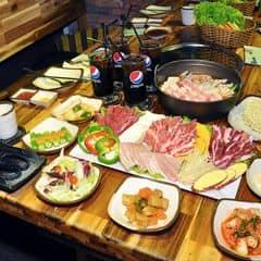 Bữa đi nguyên đám được Gogi giới thiệu cho combo này, có 599k thôi mà được tới 4 loại thít nướng rồi 1 nồi lẩu kimchi chà bá nữa. Ăn no nứt bụng luôn. Món nào cũng vừa nhiều vừa ngon/