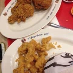 Thấy KFC ướp gà k đều tayyy huhu 😂😂 hôm ngonn lắm, hôm thì mặn , v..v  Vẫn giòn nên e vẫn thích kakaaa. Nv phố huế vs bà triệu thì max thân thiện kakaaa ☺️☺️☺️