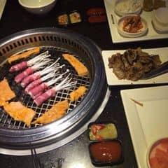 Đồ nướng ngon xức sắc nè , thịt , cá , các loại tẩm ướp đậm đà , nhiều món , đồ ăn tươi , nướng lên thơm lừng , một set đồ nướng ở đây phù hợp với nhóm 2 - 4 người ^^ ngoài ra Seoul Garden đang áp dụng chương trình khuyến mãi tặng 1 suất Buffet cho nhóm 4 người , và với 2 mức giá chính là 269k và 349k nha ^^
