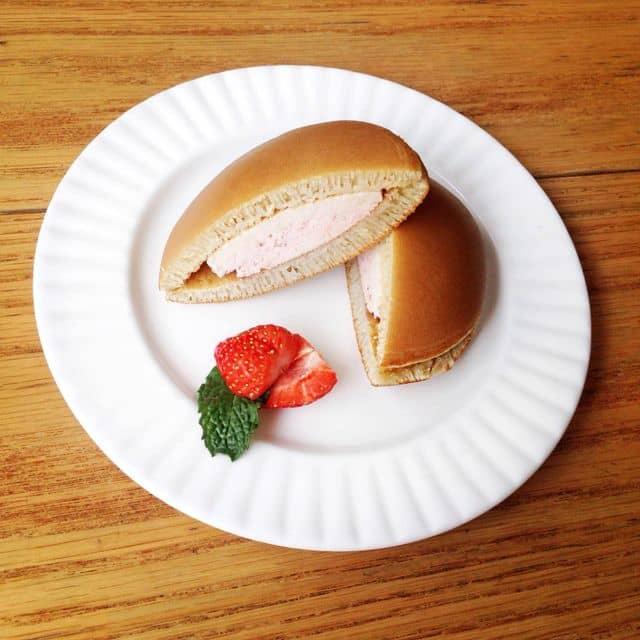 Dorayaki strawberry của Isabella Catherine tại MOF Japanese Sweets & Coffee - Lê Lợi - 67193