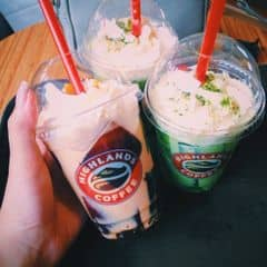 Freeze Socola + Freeze Trà xanh của Bé Trà tại Highlands Coffee Du Thuyền - Thanh Niên - 1046666