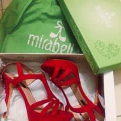 Em là cô gái mang hài đỏ - Bỏ thế giới nhỏ yêu thương anh 😍😘  Tớ có 1 đôi Mirabella mới toanh xà banh cao cỡ 7-9cm đỏ chất nhung cực sang chảnh, lên chân xinh lắm ấy. Duy nhất size 37 cho gái nào cưng em nó ha 🤗   #cunguoimoita Ship nội thành HÀ NỘI cho các chị em hihi