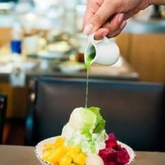 Món mới của Kichi, đá bào trái cây đủ loại nhìn bắt mắt mà ăn cũng ngon nữa. Có cái siro chế lên thơm hết sức luôn. Phần này có 89k thôi, còn được tặng thêm 2 ly Pepsi tươi từ nay đến 10/4 nữa