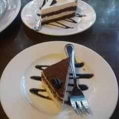 Bánh tiramisu và bánh black forest cực ngon