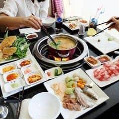 Lẩu ở Seoul Garden phải nói là trên cả tuyệt vời nhiều loại nước lẩu vô cùng thơm ngon , đa dạng vô cùng, đồ ăn ăn cùng tuyệt khỏi chê luôn ^^  . Seoul Garden đang có chương trình khuyến mãi tặng 1 suất buffet cho nhóm 4 người và đồng thời áp dụng mức giá 269k và 349k đó