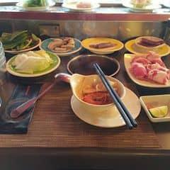 Ăn tẹt ga xả láng với nhiều loại rau, thịt, cá, ..... Có cả sushi nhé 😙   Giá trưa là 220k/ ng , tối là 260k/ ng  Coca 42k , khăn ướt tính tiền
