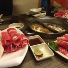 Ăn rất tuyệt 👍 phục vụ nhanh nhẹn vô là có chỗ ngồi thịt bò rau nhiều nchung là ngon 👍 khoảng 600k / 2 người