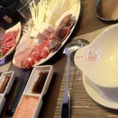 * Đồ ăn ngon, nhân viên cũng tận tình. Thích hợp tụ tập đông vui <3 #happykichi #lozi #withfen 😍😍😍
