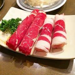#happykichi - Mỗi lần nhìn em nó là tui lại không cầm lòng được 😥😥😥 Hình ảnh chân thật nhen, nó hấp dẫn như zị đó 😥 Thịt cắt bằng máy, nên miếng nào cũng đều như nhau, cho vào lẩu là vớt ra ăn ngay, thịt chín tới, mềm, ăn cực kỳ ngon!