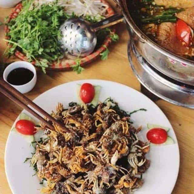 Lẩu cua đồng của Zhi Lin tại Nhà hàng Món Việt - Nguyễn Khang - 111046
