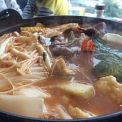 Nhìn nồi lẩu mà không kìm được lòng. Lẩu kimchi Miso chua chua, cay cay, thoang thoảng vị Miso bùi bùi chỉ muốn ăn mãi thôi à :3