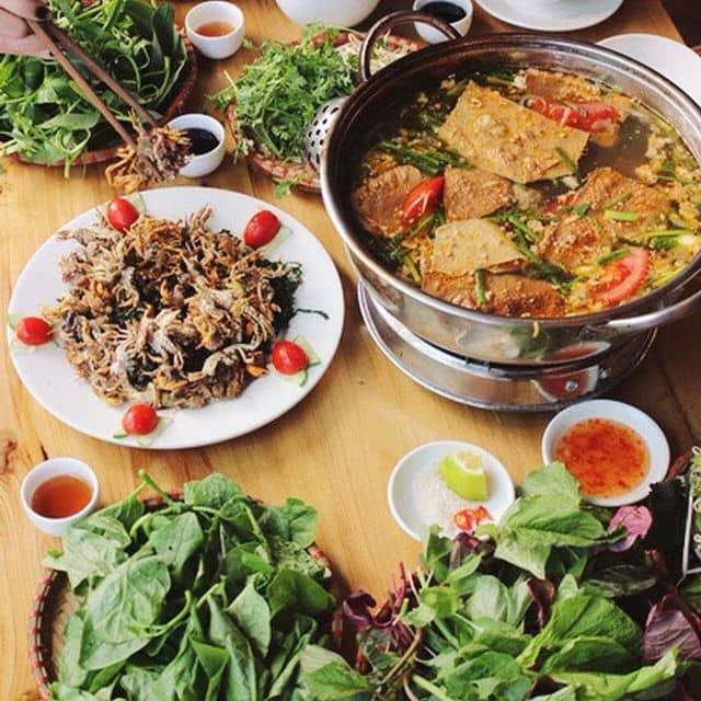Lẩu riêu cua đồng của Chris Vu tại Nhà hàng Món Việt - Nguyễn Khang - 110914