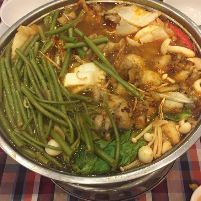 Lẩu tomyum với ếch của Thảo Nguyễn tại Nhà hàng Ếch Xanh - Nguyễn Cảnh Chân - 143081