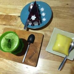 Matcha tiramisu + durian cake + grasberry cheese cake của Msbichtuyen tại The Jade Bakery  - 316613