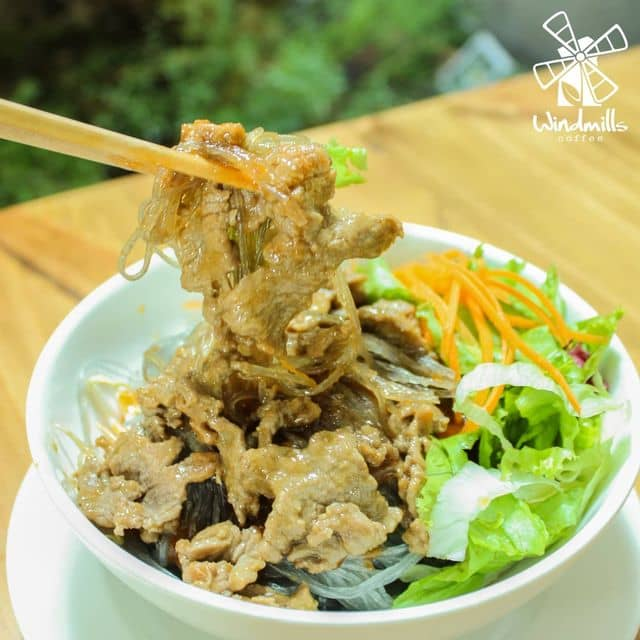 Miến trộn thịt bò của Vũ Vân tại Windmills Saigon Cafe - Ngô Thời Nhiệm - 102167