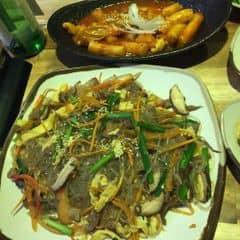 Miếng xào tổng hợp + toboki hải sản của Mai Ngo tại Gogi House - Quán Nướng Hàn Quốc - VivoCity - 371290