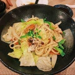 Mình hay ăn ở Tokyodeli Ngô Đức Kế - nhân viên nhanh nhẹn , nhiệt tình , lên món lẹ ko phải chờ lâu ( mà cũng có thể mình đi vào giờ khách chưa vô đông tầm 5h chiều) 😝😝😝