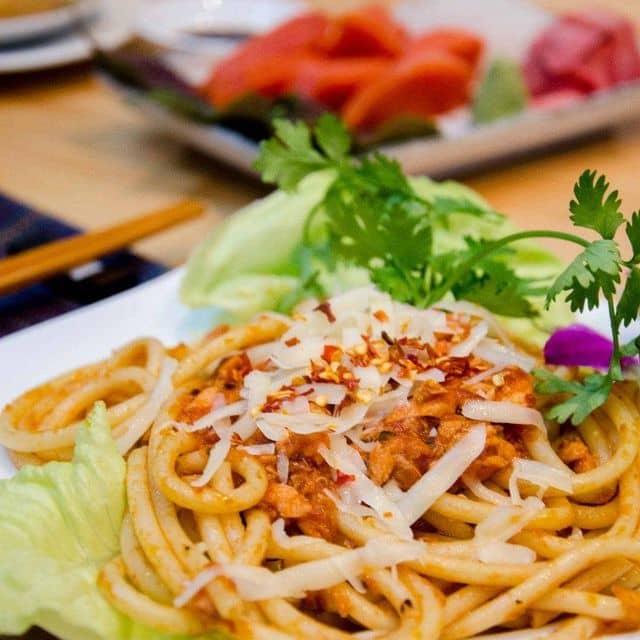 Mỳ spaghetti cá hồi đỏ của Tươi Tống tại Burger Cá Hồi Canada - Phan Xích Long - 83512