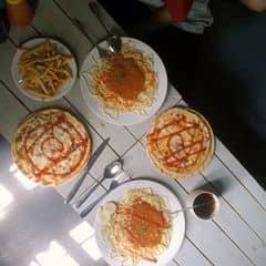 Muốn ăn pizza, mỳ ý giá lại sinh viên thì chỉ có ra Sbox thuii. Chỗ này c2 t ăn đết mòn mông giờ lên c3 có nhiều chỗ ít quay lại đây. Htrc ăn lại thấy vẫn vậy. Giá cx ko tđổi bnh vẫn rẻ. Đc cái đáng khen là phục vụ nhanh hơn trc và quán cx sạch đẹp hơn nữa 👏👏 Ngon lắm na mà rẻ mỳ tầm 20-30k 1đ, pizza 40k-50k 1c. Đồ ăn vặt tầm 20-30k. Nc uống cx chỉ tầm 20k thuii 😛  Follow my instagram: _nhantran