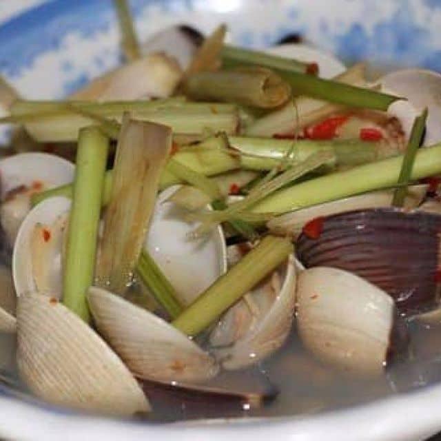 Nghêu hấp xả ớt của Nguyễn Thuận tại Ốc Đêm Bình Dân - Phan Văn Hớn - 139668