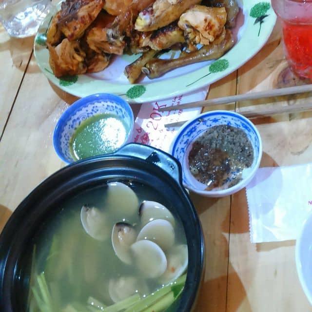 Nghêu hấp xả và gà ta nướng nguyên con của Như Ý Nguyễn Huỳnh tại Quán ốc 20k - Tây Thạnh - 278405