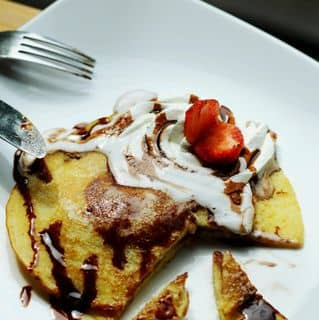 http://tea-3.lozi.vn/v1/images/resized/pancakes-with-chocolate-syrup-5206-1403363146