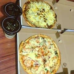 Pizza bò băm+pizza mực tôm của Huyền Huyền tại Pizza Express - 428588